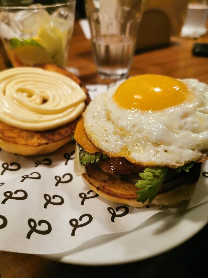 O Hambúrguer de Porco do Jiquitaia pede uma forma diferente de harmonizar com vinho